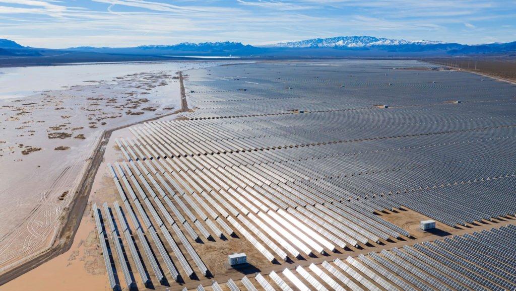 Solar-Panels-In-A-Desert
